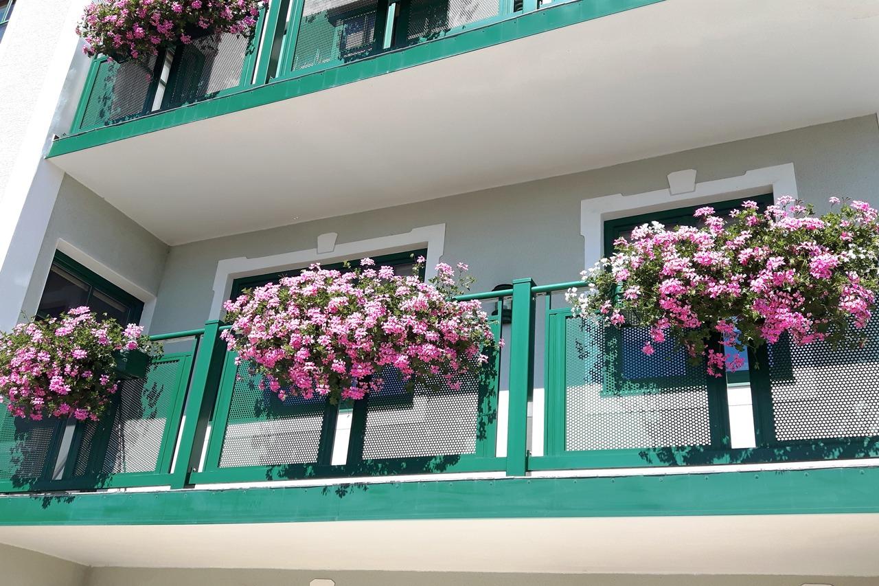 GUARDI Österreich Balkon Loskana grün Blumen bunt Sommer Bewässerung