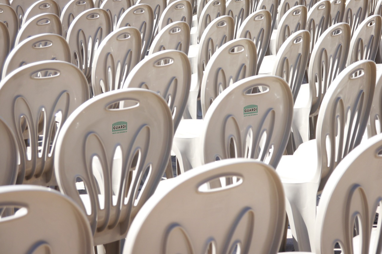 GUARDI Österreich Gartenmöbel Kunststoff Plastikstühle Sessel weiß