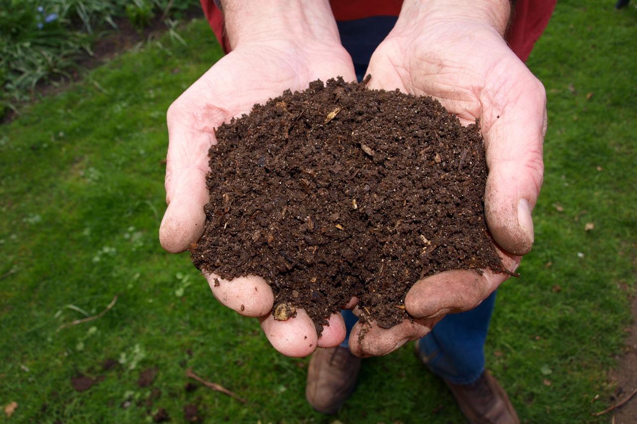 GUARDI Österreich Kompost Garten Gartenarbeit Laub Blätter Mulch