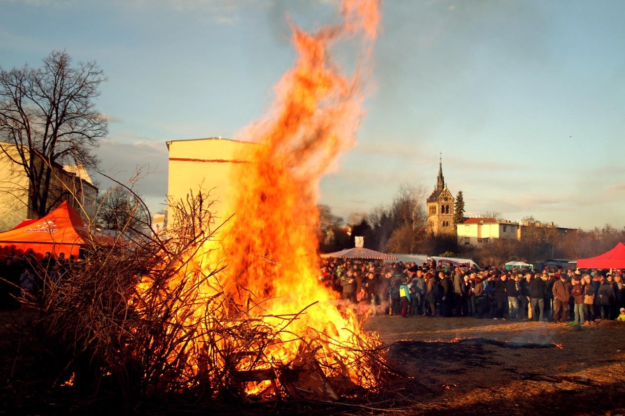 GUARDI Österreich Osterfeuer Lagerfeuer Fest Feiertag