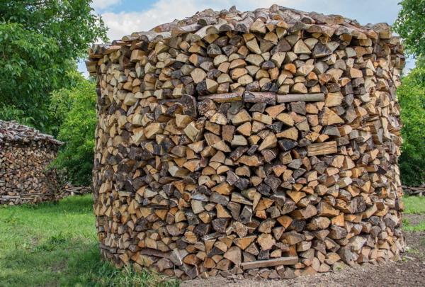 Guardi, Holzmiete, Holz stapeln