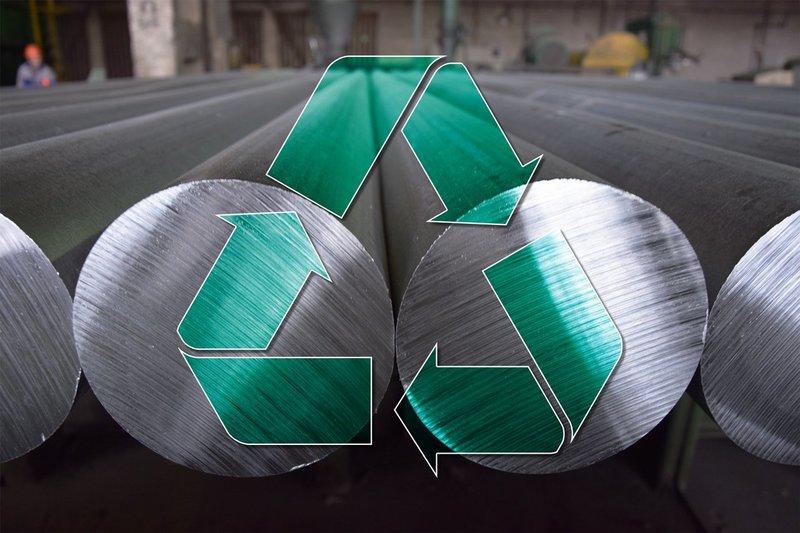 Aluminiumstangen liegen nebeneinander