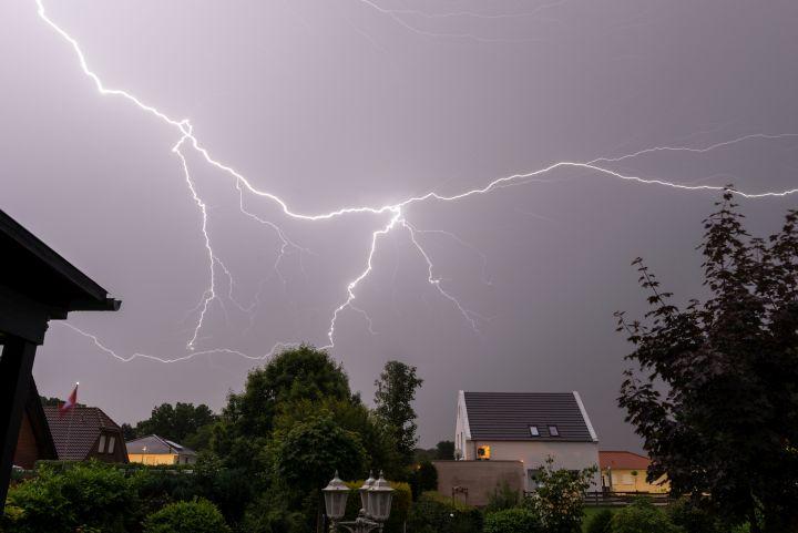 Man erkennt einen Blitzeinschlag