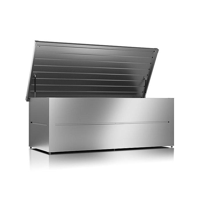 Gartenbox aus Stahl in der Farbe silber metallic und geöffnetem Deckel